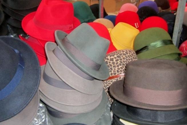 800871e51f0 The Hat Man - I Love MarketsI Love Markets